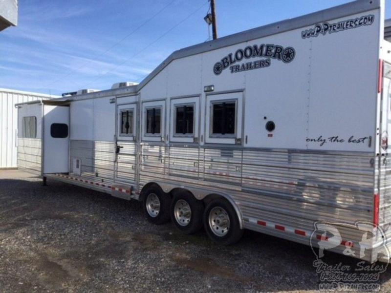 2016 Bloomer Trailers 4 Horse 17 FT w/ Trail Boss Conversion