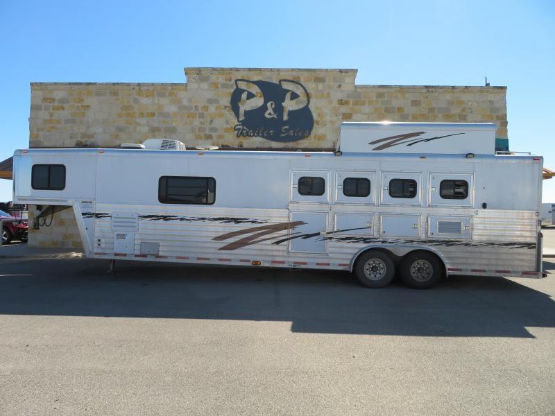 2002 Bloomer 4H 14ft SW Horse Trailer