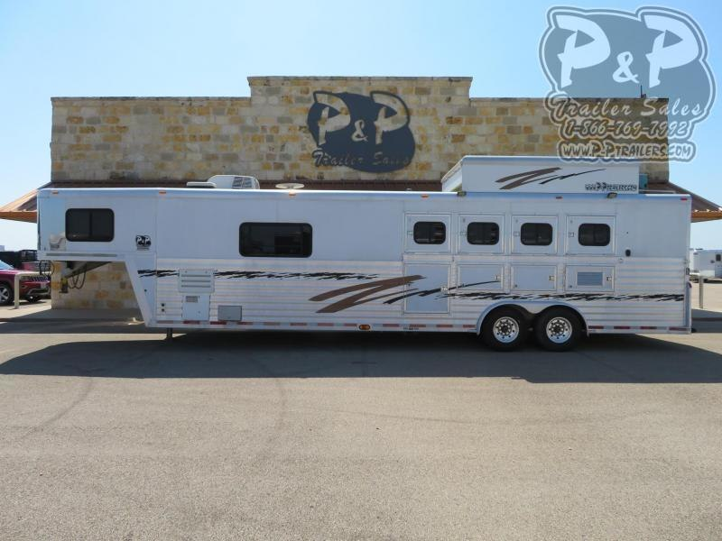 2002 Bloomer 4H 14ft SW Horse Trailer