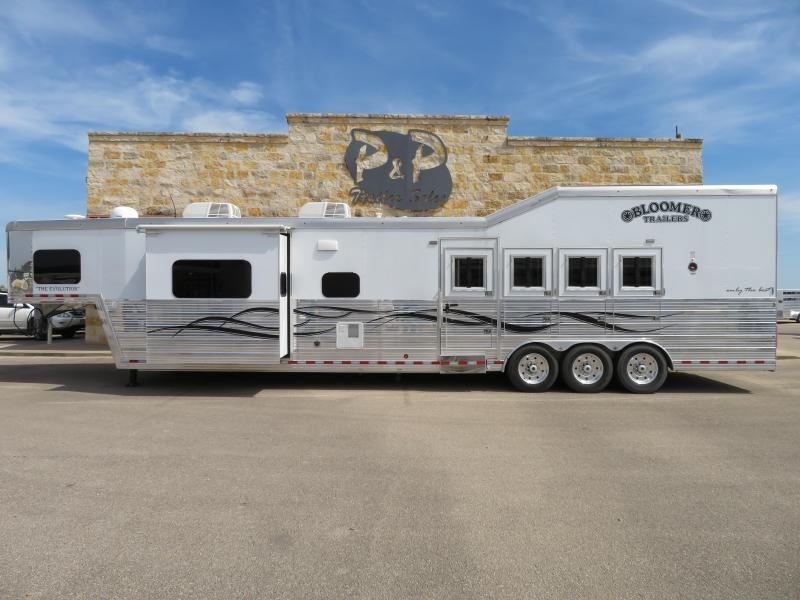 2016 Bloomer 4H 17SW Horse Trailer PC Side Load