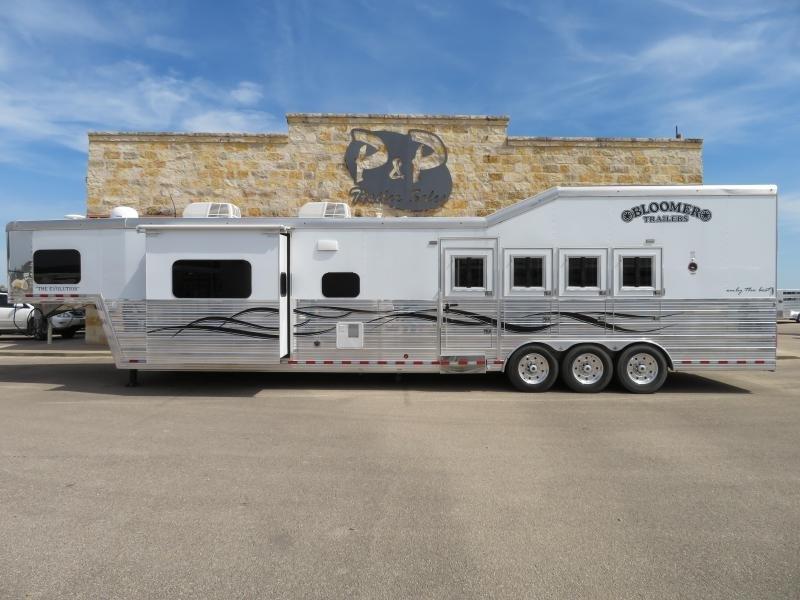 2016 Bloomer 4H 17SW Horse Trailer PC Side Load