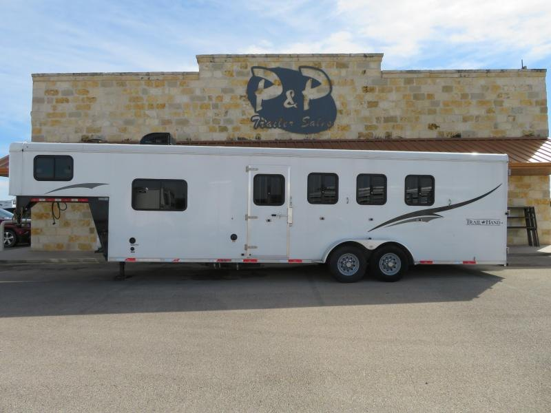 2015 Bison Trailers 4H 8SW Horse Trailer