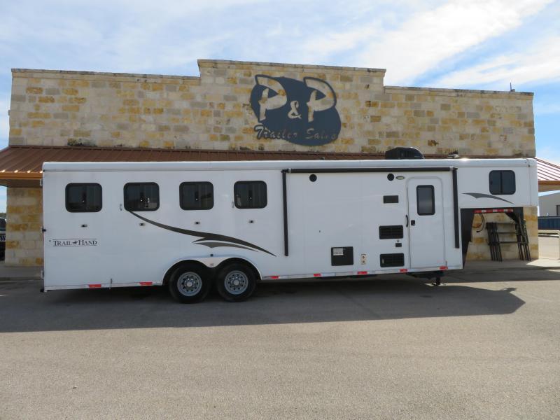 2015 Bison Trailers 4H 8SW Horse Trailer