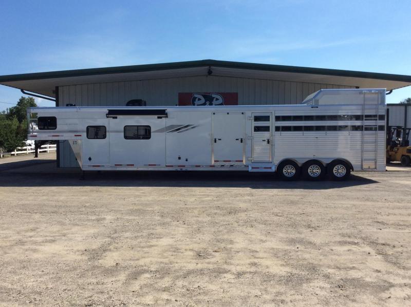 2020 SMC Horse Trailers SLE81613SSRT 34' Livestock Trailer LQ in Ashburn, VA