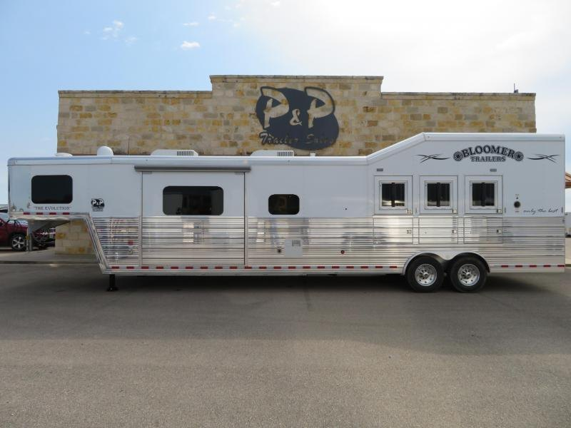 """2019 Bloomer Trailers 3 Horse 17'2"""" SW with Slide Out"""