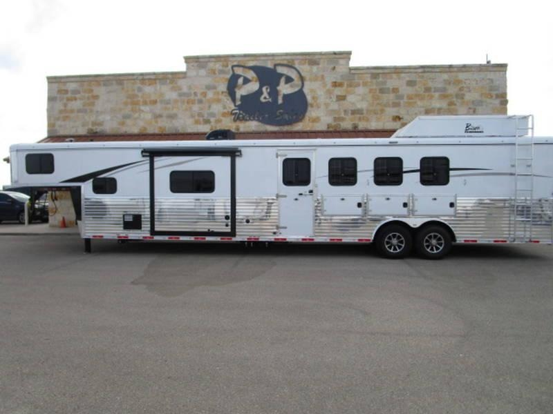 2019 Bison 4 Horse side load w/ 14ft Short wall