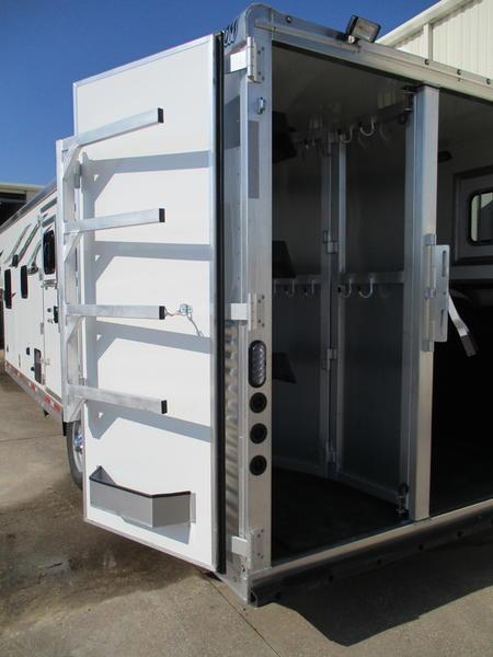 2019 Lakota Trailers Charger C8311SR 3 Horse 11' Short Wall