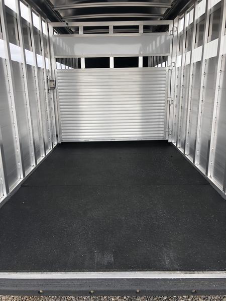 2019 P & P 24' Gooseneck Stock trailer