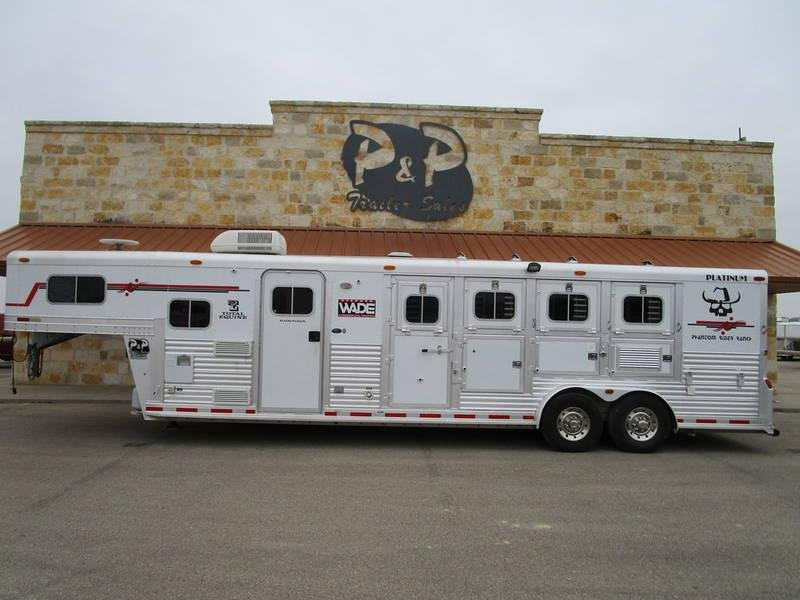 2004 Platinum Coach Trailers 4 Horse 10 Ft Short Wall in Ashburn, VA