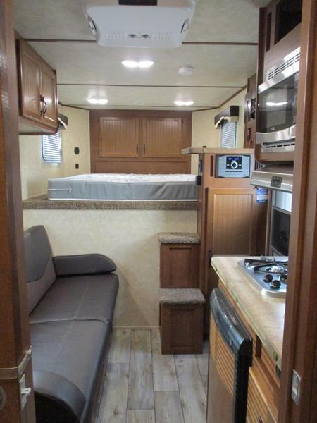 2019 Bison 7408TB 4 Horse 8' Short Wall
