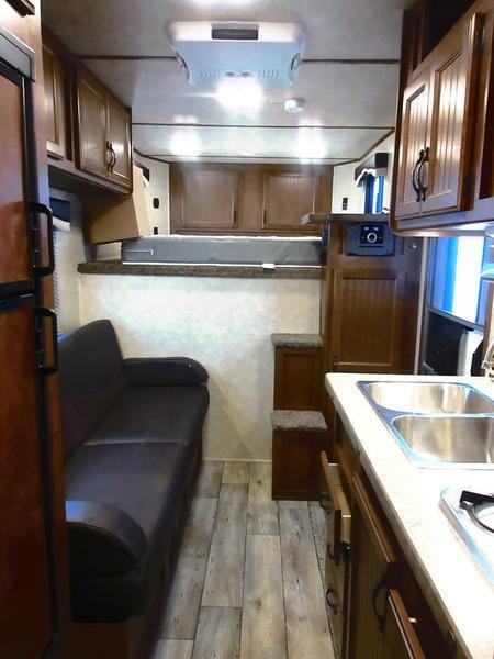 2019 Bison 7411TH Trail Hand 4 Horse 11' Shortwall