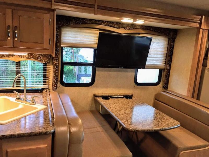 2015 !!PENDING SALE!!  Thor Motorcoach FOUR WINDS 28Z E45-V10 Class C RV