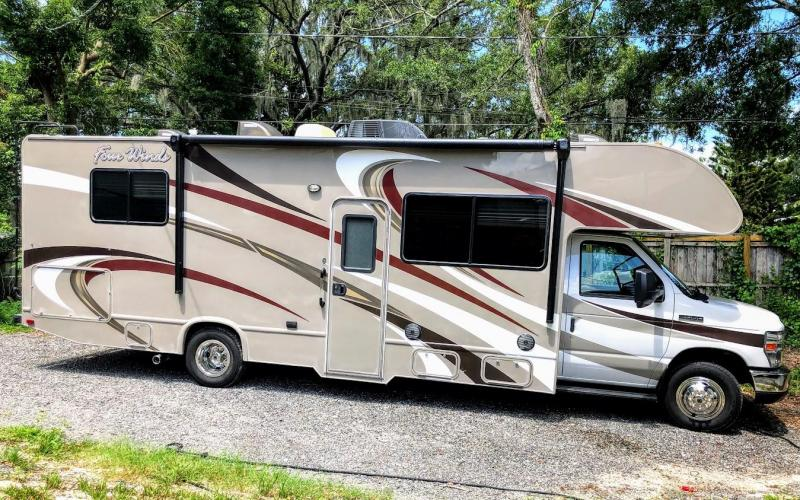 2015 Thor Motorcoach FOUR WINDS 28Z E45-V10 Class C RV
