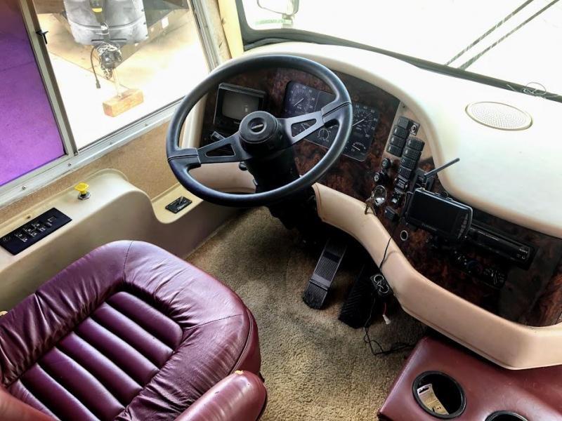 1999 !!SALE PENDING!!  Damon Corporation Ultrasport 3670 Class A DIESEL RV