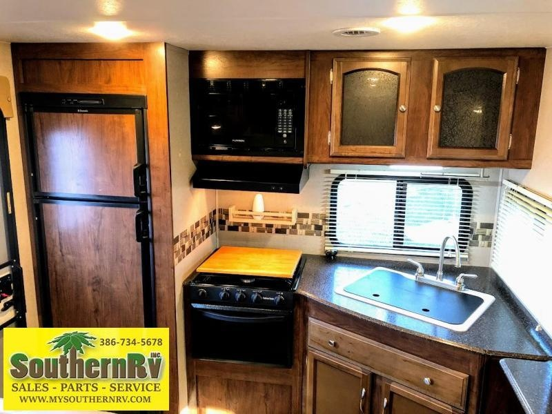 2017 Coachmen by Forest River Freedom Express 276 RKDS
