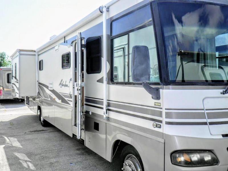 2003 !!!PENDING SALE!!! Winnebago Adventurer 38G Workhorse Class A RV