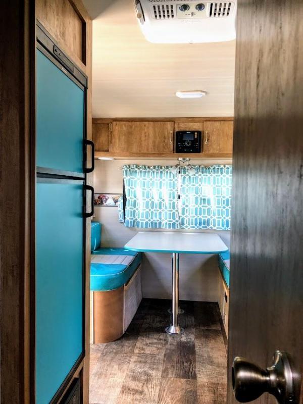 2017 Gulf Stream Vintage Cruiser 19ERD Travel Trailer