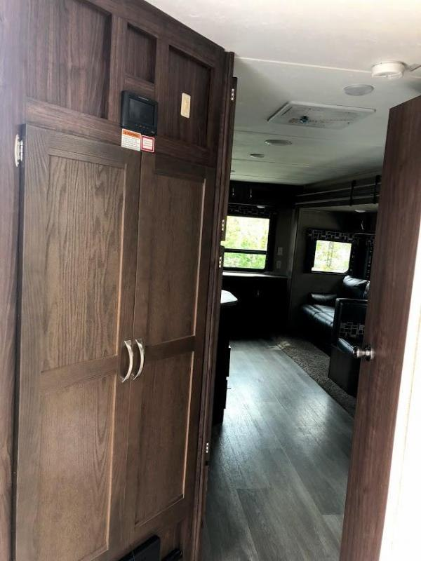 2017 Coleman Dutchmen Light 3025RE Travel Trailer