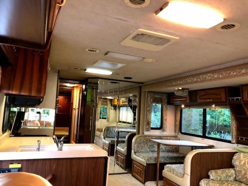 2000 National RV TropiCal 6352 Ford Class A RV