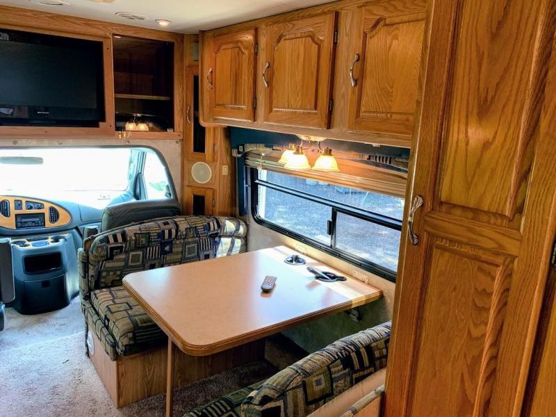 2004 Coachmen Concord 270 SS Ford Class C RV