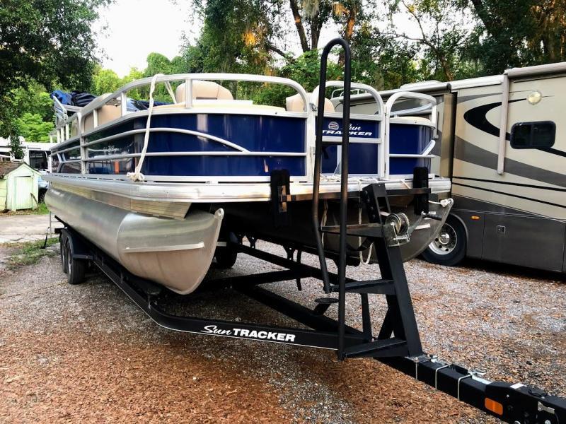 2017 Sun Tracker FB24 FISHIN BARGE 24 DLX Pontoon Boat