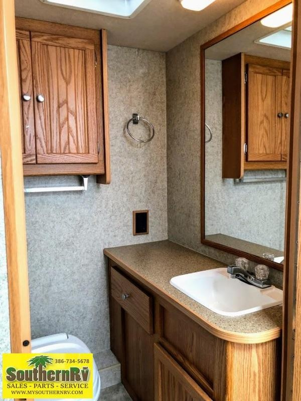 2008 Winnebago Chalet 231CR Ford Class C RV