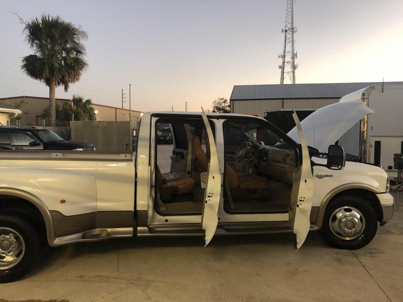 2005 Ford F350 Super Duty V8 Diesel Crew Cab King Ranch - White