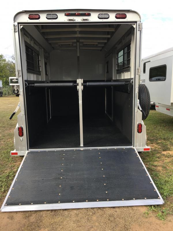 2019 Trailers USA Minuteman 2H Dressing Room w/Side Ramp Horse Trailer