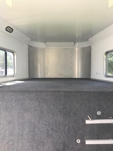 2005 Sooner 4H GN with AC Horse Trailer