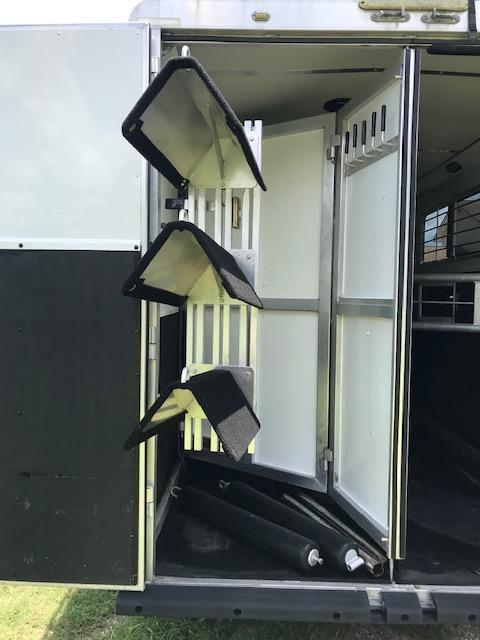 2007 Shadow Trailers 3H 10.5 LQ with Slide & Generator Horse Trailer