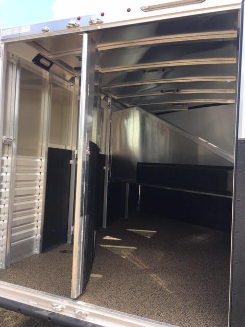 2019 Exiss 7300 GN Horse Trailer