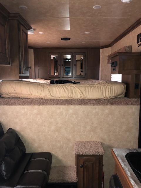 2019 Sundowner Trailers Horizon 3H 6907 LQ Horse Trailer
