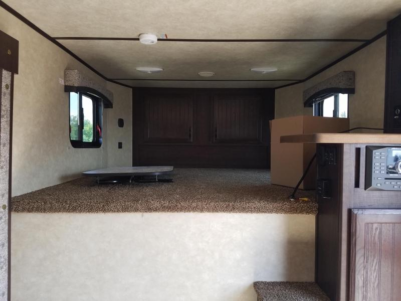 2018 Bison Trailers 7411 TRAIL BOSS Horse Trailer