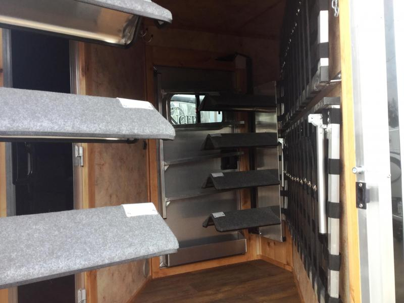***HUGE BLOWOUT!!!!!     2017 LOGAN COACH RAZOR 3 HORSE 812 LIVING QUARTERS WITH MIDTACK AND DROP COTS