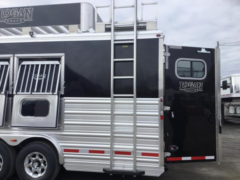 ***HUGE BLOWOUT!!!!!     2017 LOGAN COACH RAZOR 3 HORSE 812 LIVING QUARTERS WITH MIDTACK AND DROP COTS