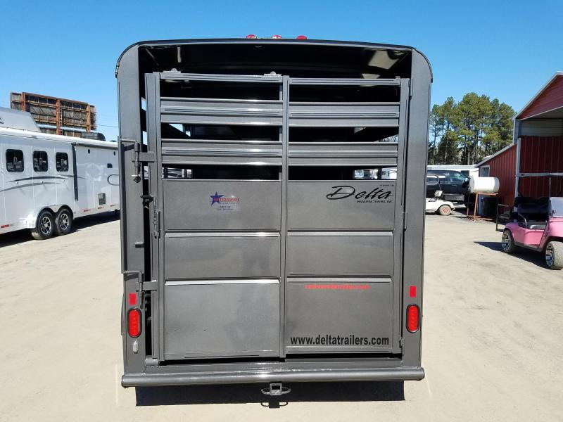 2019 Delta Manufacturing 14 FT 500ES Horse Trailer