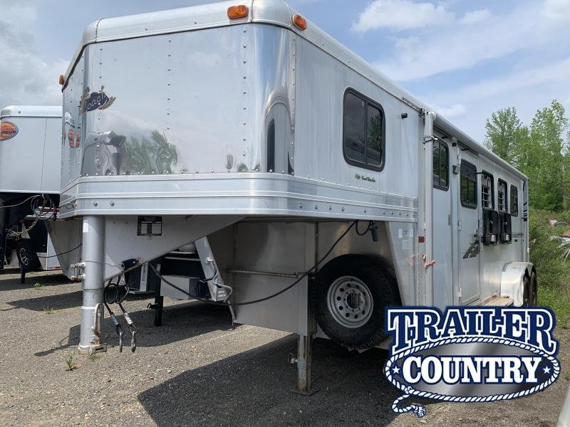 2002 Dream Coach Trailers LLC 4 HORSE Horse Trailer in Ashburn, VA