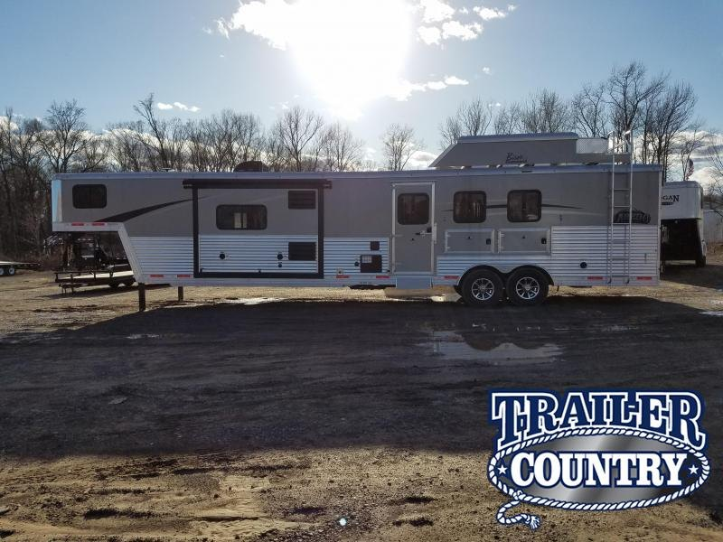 2018 Bison Trailers 2018 8316LDBLRSL LAREDO 3 HORSE WITH 16 SHORT WA Horse Trailer