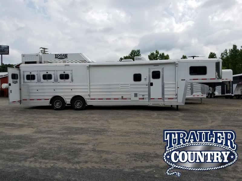 2018 Logan Coach RAZOR 3H LQ Horse Trailer