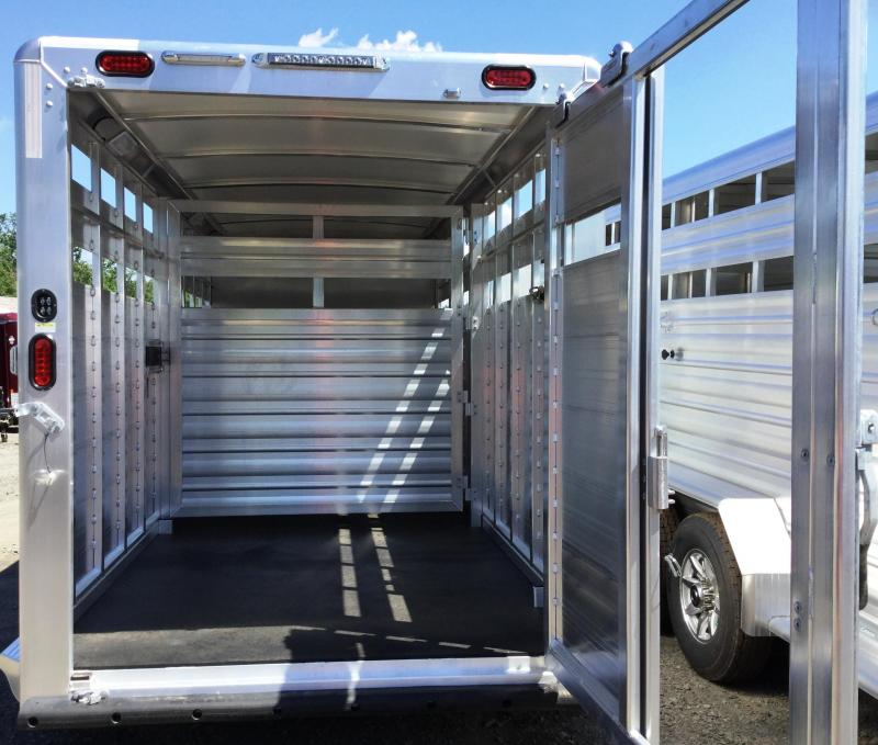 2017 Cimarron Trailers LONESTAR 20 STOCK GOOSENECK W/FRONT TACK ROOM Livestock Trailer