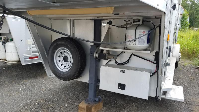 2002 Exiss Trailers 3 HORSE Horse Trailer