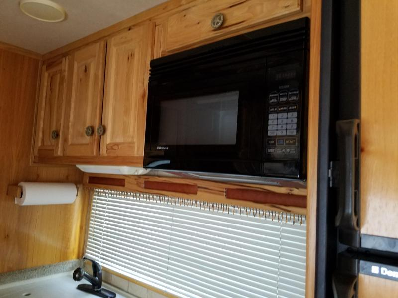 2005 Sundowner Trailers Grand Sierra Riata Horse Trailer