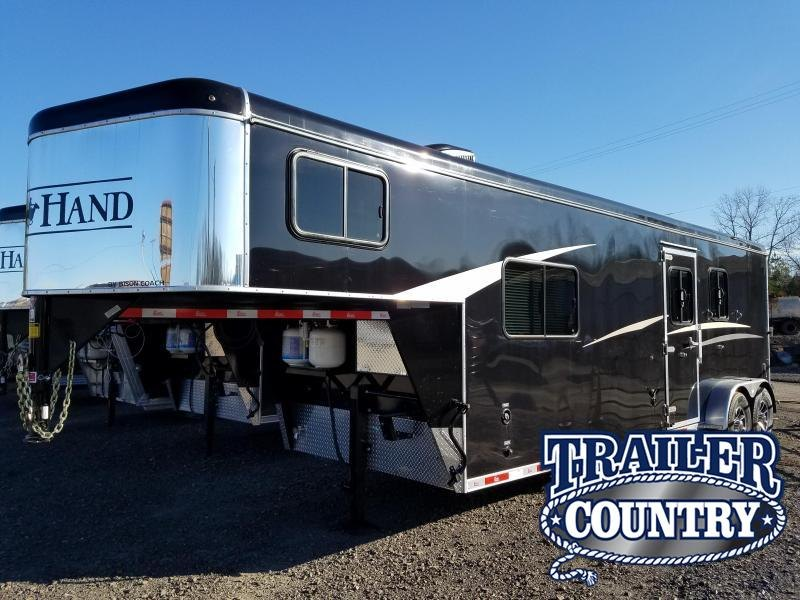2018 Bison Trailers Bison 7209TH Horse Trailer