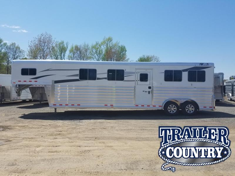 2018 4 Star 4 HORSE HEAD TO HEAD Horse Trailer