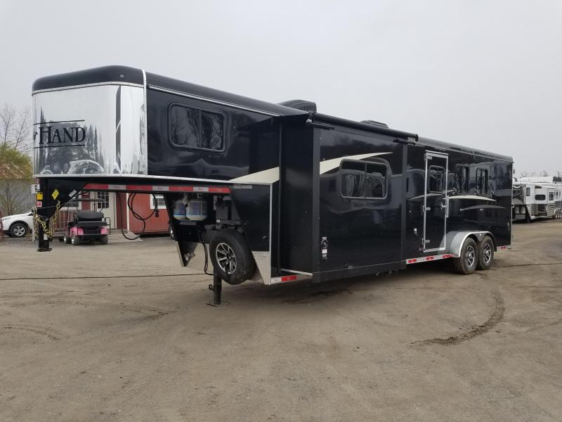 2019 Bison Trailers 7311 TRAIL HAND Horse Trailer