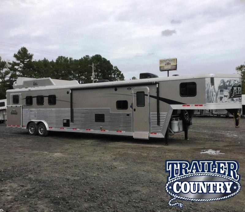 2018 Bison Trailers BISON 8414LDLBHRSL 4 HORSE 14 SHORTWALL SIDE LOA Horse Trailer