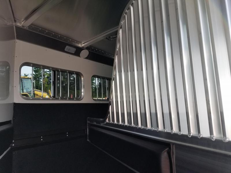 2019 4-Star Trailers RUNABOUT 3H BP SLANT Horse Trailer
