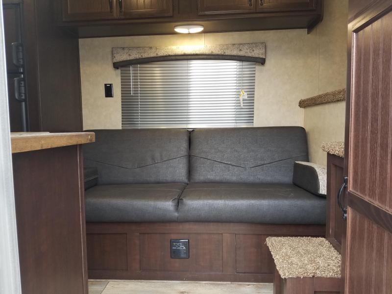 2019 Bison Trailers 7311 TRAIL BOSS Horse Trailer