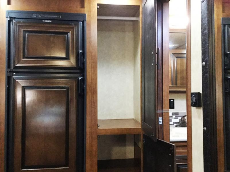 BISON 8320PRDSRL PREMIERE 3 HORSE WITH SUPER SLIDE AND SLIDE OUT CLOSET IN BATHROOM