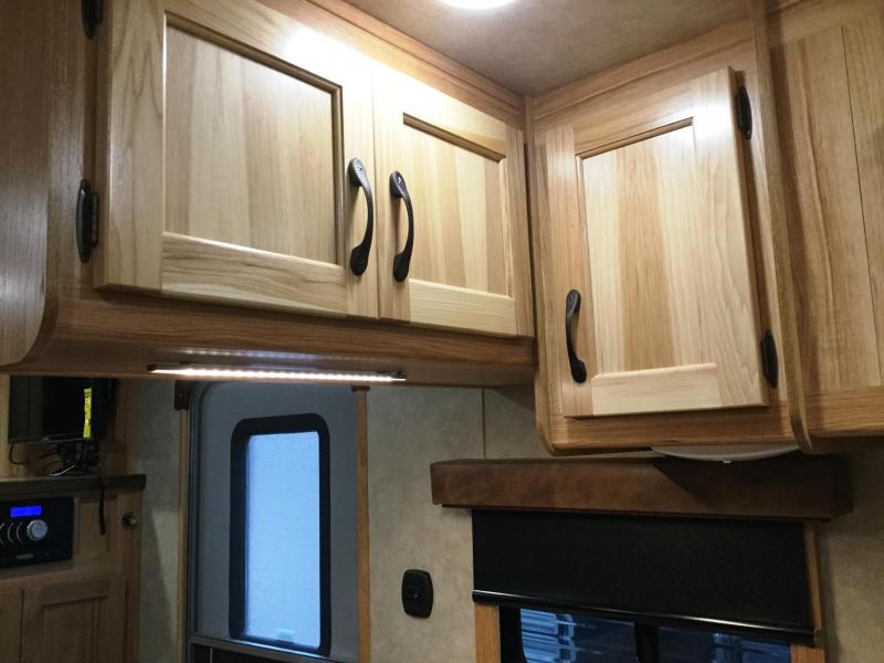 2017 BISON 8413LDGB 4 HORSE LAREDO WITH GALLEY BAR AND 13' SHORT WALL***JUST REDUCED***